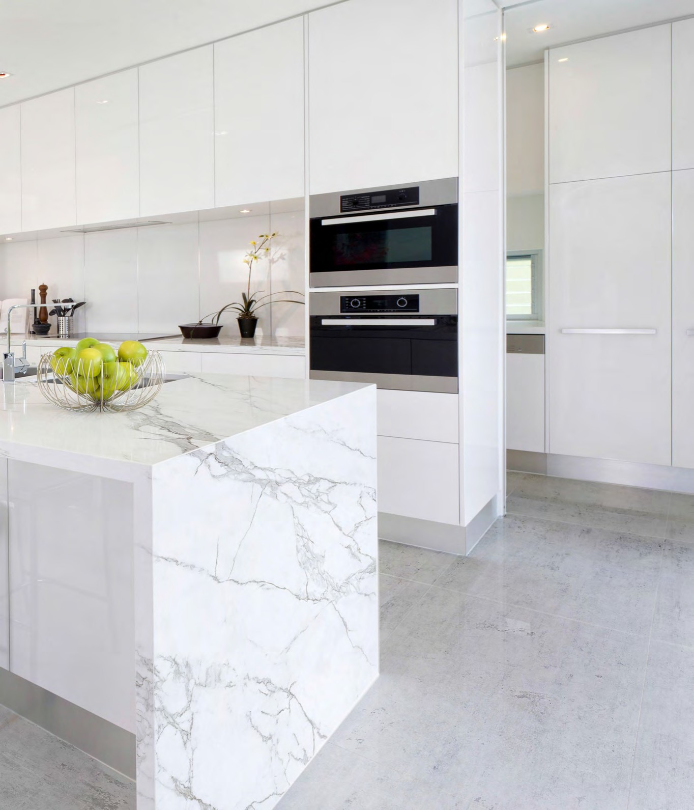 75 Beautiful Porcelain Tile Kitchen Pictures Ideas January 2021 Houzz