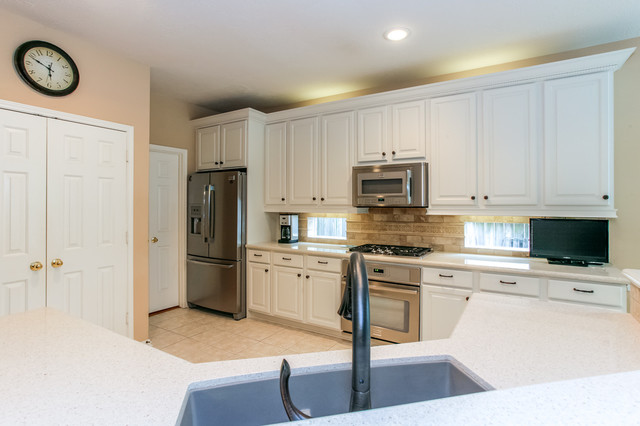 Kitchen neutral colors for Traditional kitchen color schemes