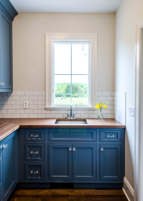 Kitchen - traditional medium tone wood floor and brown floor kitchen idea in Cleveland with shaker cabinets, gray backsplash, subway tile backsplash, stainless steel appliances and an island