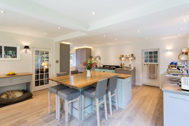 Large farmhouse u-shaped medium tone wood floor eat-in kitchen idea in  London