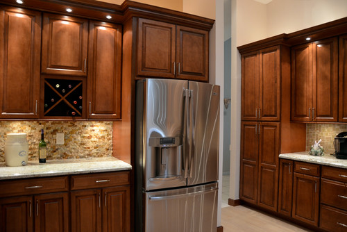 Are the cabinets Alexandria MAple in Auburn? With Glaze?