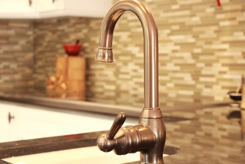 What Brand And Finish Color Is This Faucet