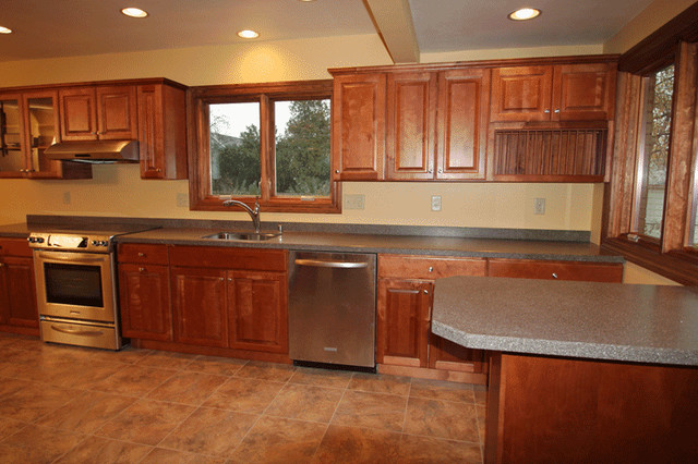 Kitchen remodel in milwaukee wi traditional kitchen for Bathroom remodel milwaukee