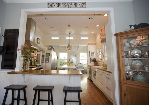 now look at this farmhouse kitchen with a single level counter height bar if a twotiered bar had been put in place here it definitely would have cut off