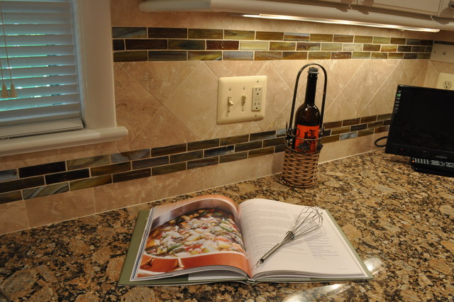 Kitchen Remodel, white cabinets, tile backsplash, undercabinet lighting, island traditional kitchen