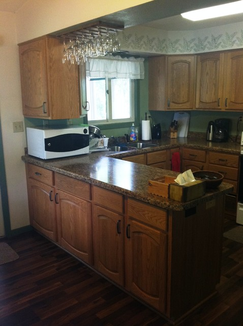 Http Houzz Com Photos 6807372 Kitchen Remodel With Cabinet Refacing And Laminate Countertop Traditional Kitchen Other Metro