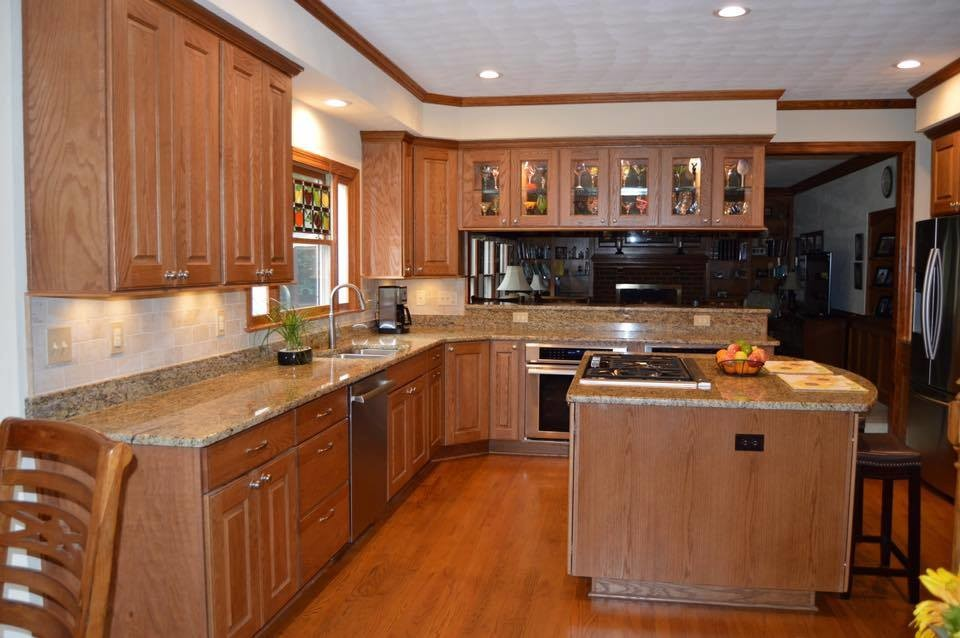Kitchen Remodel with Oak Thomas Cabinets in Chestnut Stain ...