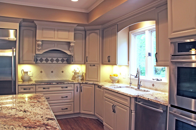 Captivating Kitchen Remodel With White KraftMaid Cabinets Traditional Kitchen