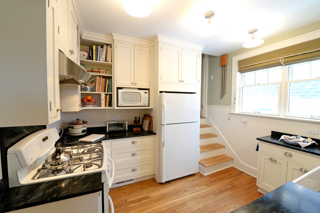 Charmant Photo Of A Small Modern U Shaped Separate Kitchen In Cleveland With A  Farmhouse Sink
