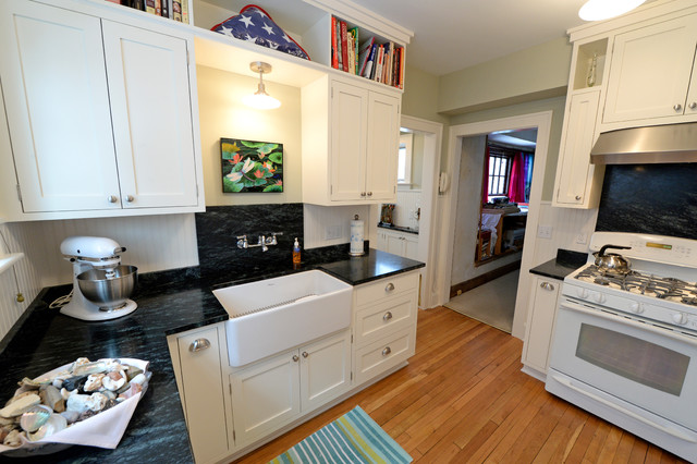 Kitchen renovation in small 1930 39 s colonial traditional for 10x11 kitchen designs