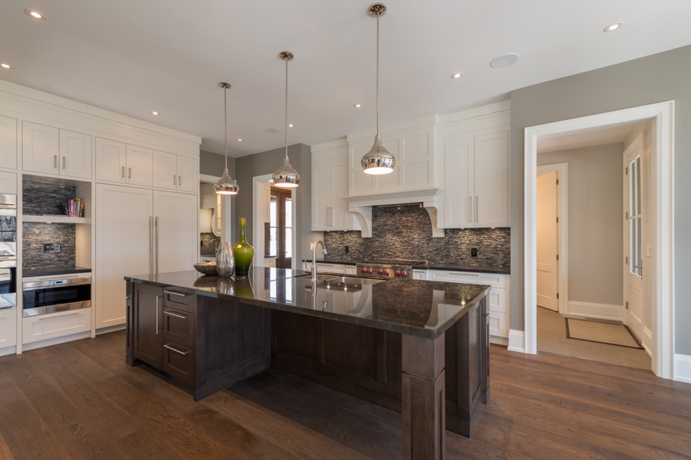 Kitchen - large medium tone wood floor kitchen idea in Toronto with a single-bowl sink, shaker cabinets, white cabinets, granite countertops, black backsplash, mosaic tile backsplash, white appliances and an island