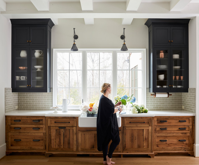 Farmhouse Style Kitchens With Wood Cabinets