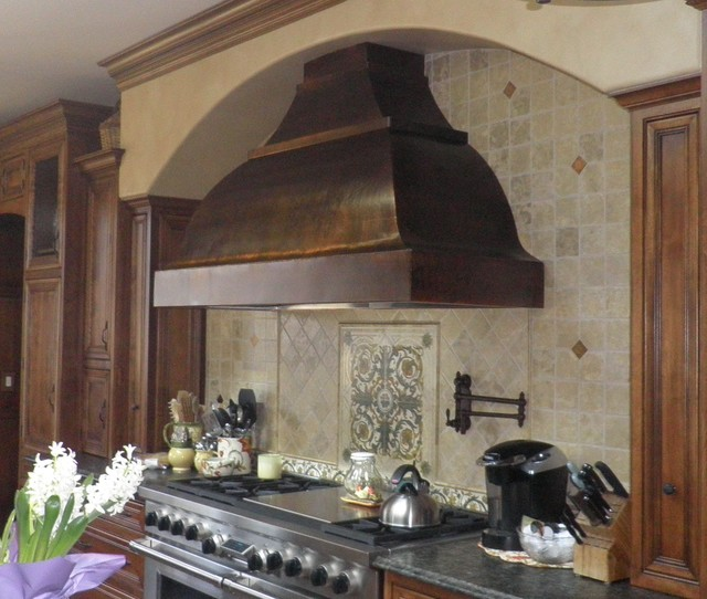 Bon Inspiration For A Timeless Eat In Kitchen Remodel In Other