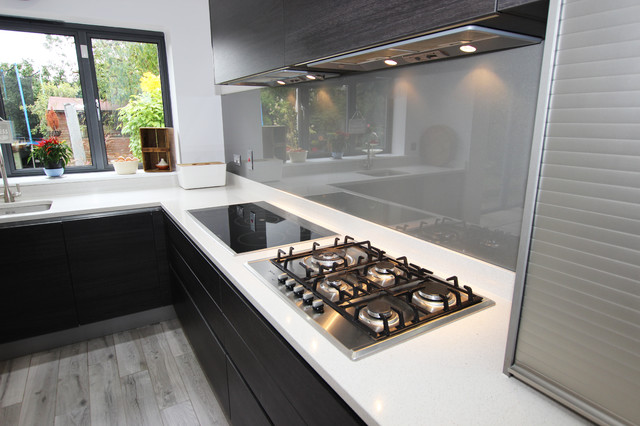 Kitchen Splashback with Quartz upstand modern-kitchen