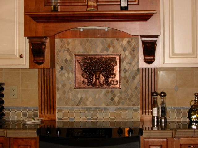 Kitchen tile backsplash ideas traditional kitchen for Traditional kitchen wall tiles