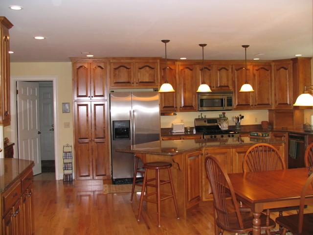 Kitchen tour kitchen new york by kustom kabinetry for Kustom kitchen designs