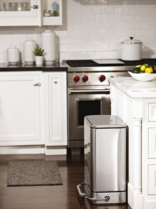 Kitchen trash can kitchen trash can ideas for Trash can ideas for small kitchen