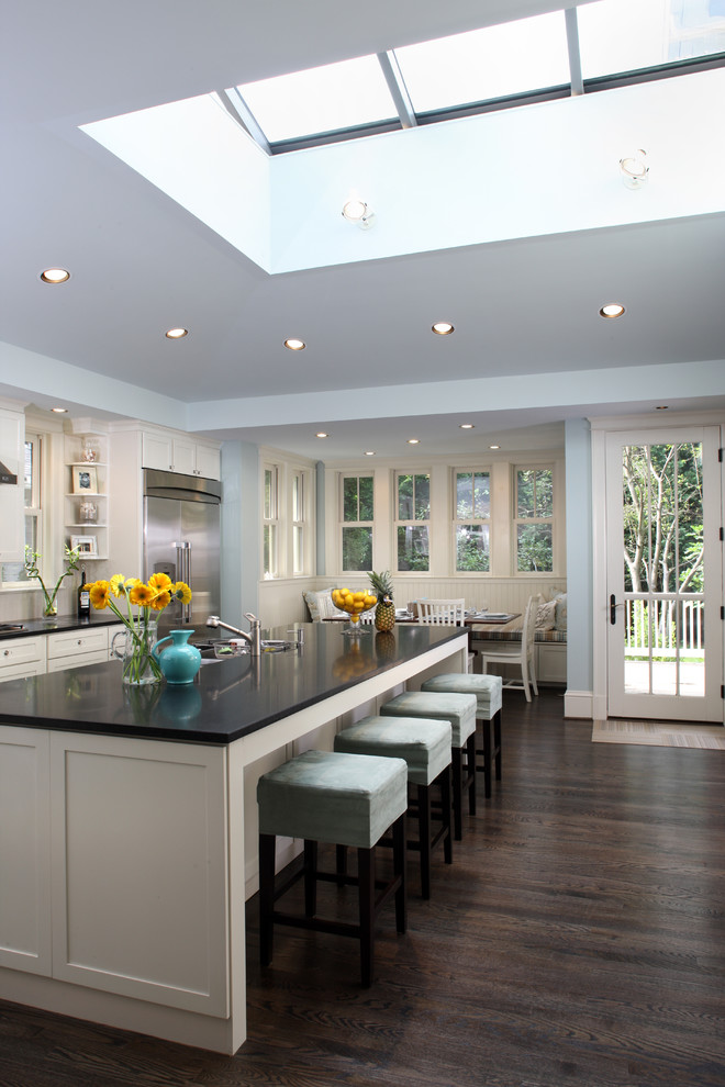 Transitional eat-in kitchen photo in DC Metro with black countertops