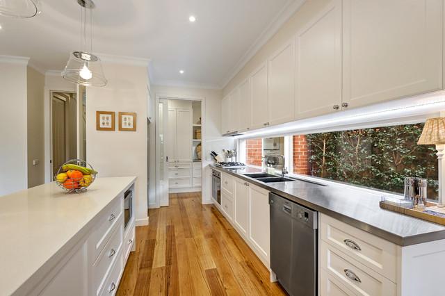 Kitchen View three classico-cucina