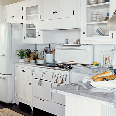 Kitchen vintage appliances white traditional kitchen for Vintage kitchen designs photos