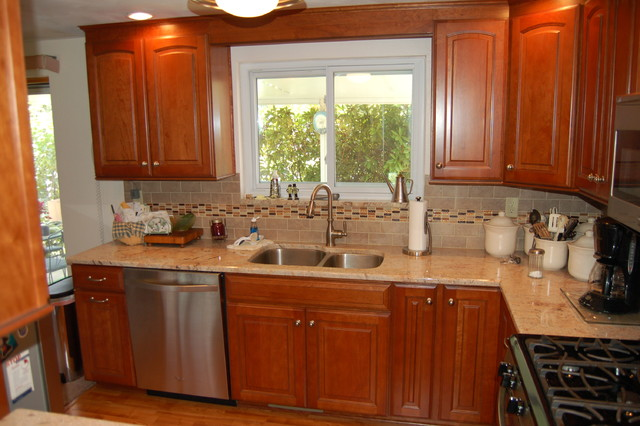 kitchen w tile backsplash with linear accent traditional kitchen