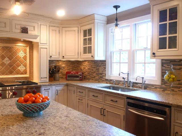 Kitchen W traditional-kitchen