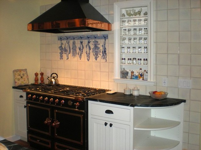 Kitchen wall with artistic tiles panel portuguese hand for Traditional kitchen wall tiles
