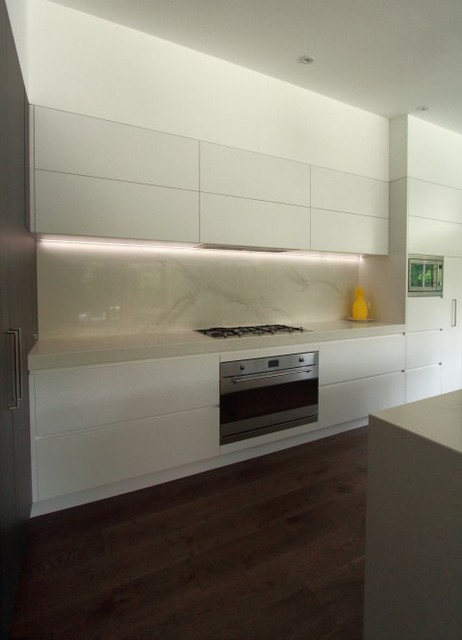 Kitchen with overhead lift up cupboards led lights for Overhead kitchen cupboards