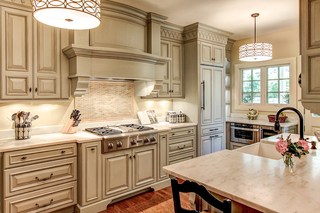 Example of a classic kitchen design in Louisville with an undermount sink, marble countertops and raised-panel cabinets