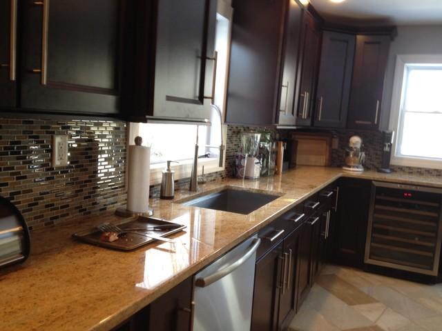 Inspiration for a kitchen remodel in New York with glass tile backsplash