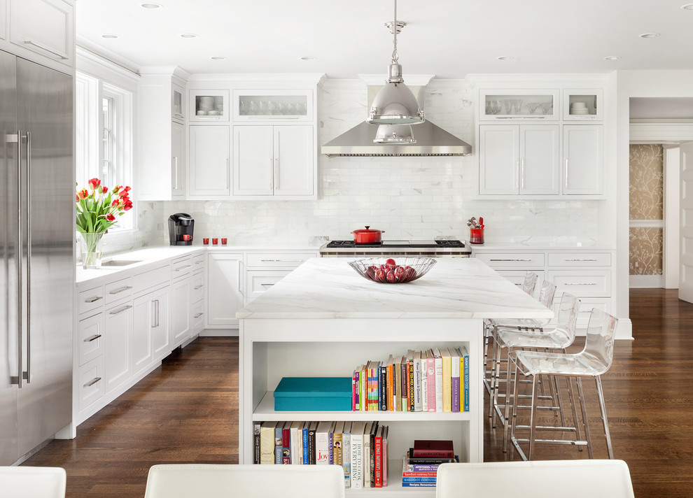 Kitchen - mid-sized transitional l-shaped dark wood floor kitchen idea in New York with white backsplash and an island
