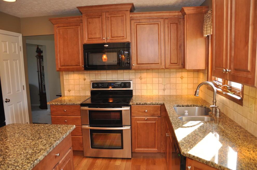 Example of a classic kitchen design in Cincinnati