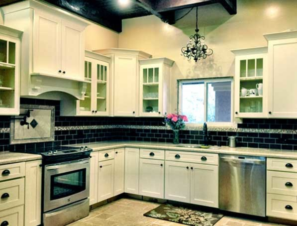 Ordinaire Example Of A Classic L Shaped Eat In Kitchen Design In Philadelphia With An