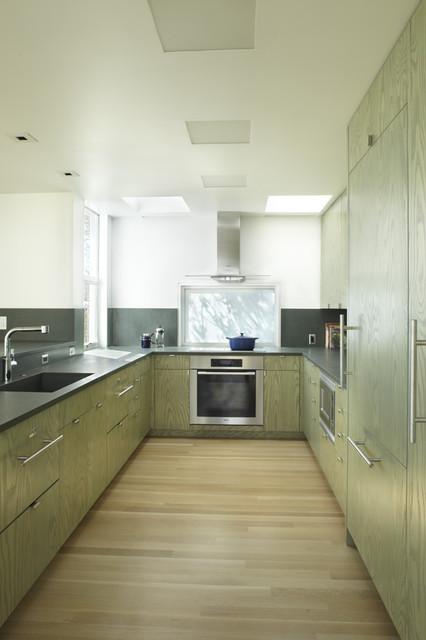 Contemporary Kitchen by Jacobson, Silverstein, Winslow / Degenhardt