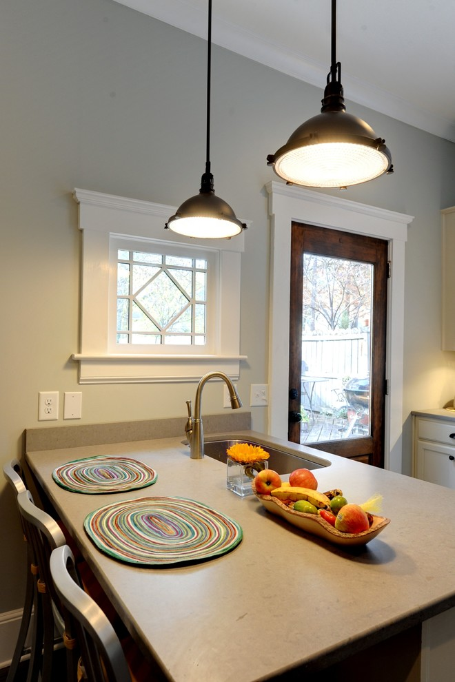 Example of a classic kitchen design in Atlanta with an undermount sink