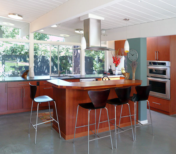 Klopf Architecture Kitchen Island Midcentury Kitchen