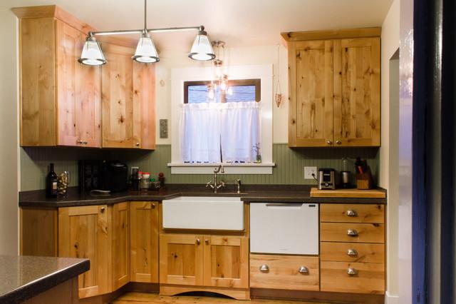 Knotty cottage casa de campo cocina seattle de - Instaladores de cocinas ...