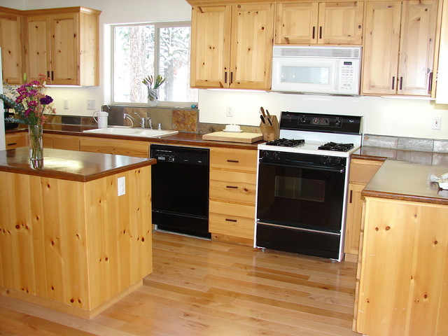 Knotty pine kitchen traditional kitchen san for Pine kitchen furniture
