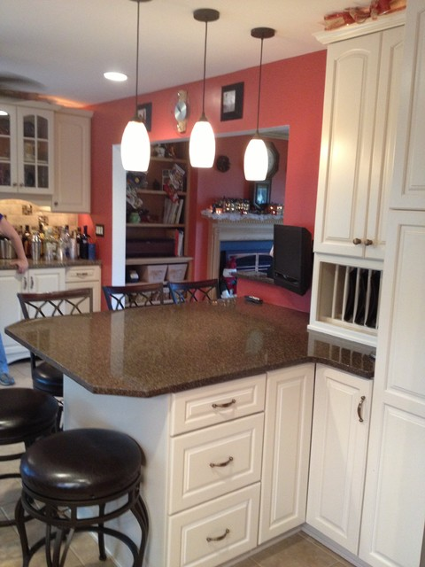 In kraftmaid canvas painted kitchen cabinets with quartz countertop