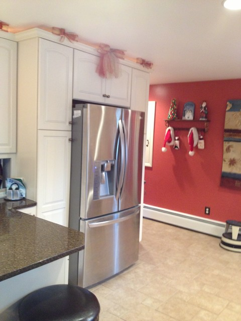 KraftMaid Canvas Painted Cabinets with Quartz Countertop ...