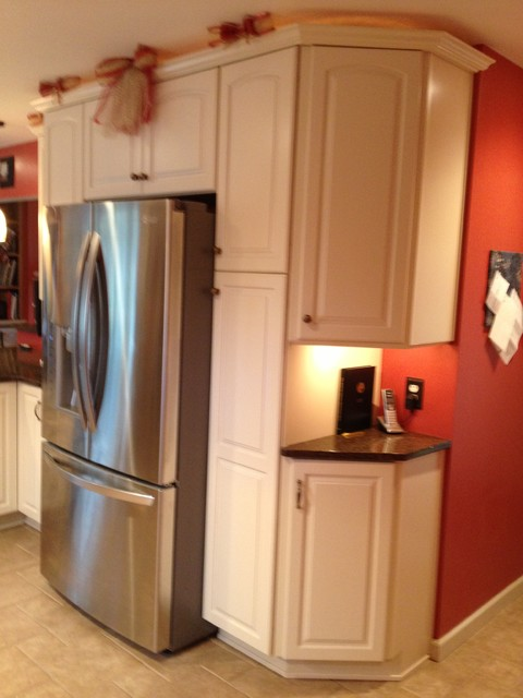 Kraftmaid canvas painted cabinets with quartz countertops for Kitchen cabinets lowes with burgundy canvas wall art