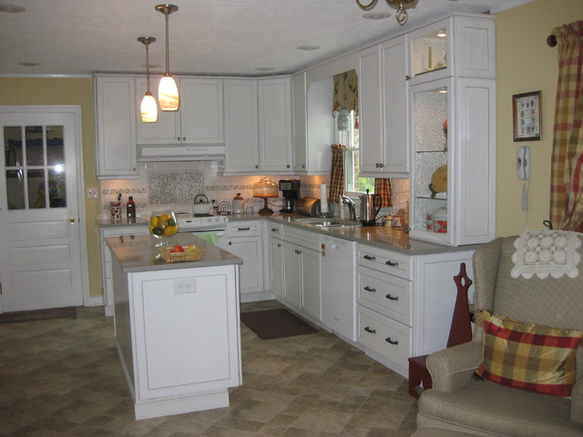 Kraftmaid maple cabinets kitchen design ideas for Dove white cabinets with cocoa glaze