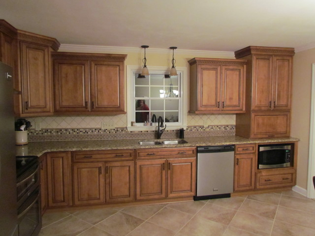 Kraftmaid Jamestown Maple - Deaton - Traditional - Kitchen - Charlotte - by Lowes of Indian Land, SC