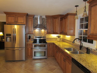 Kraftmaid Jamestown Maple Deaton Traditional Kitchen Charlotte By Lowes Of Indian Land Sc