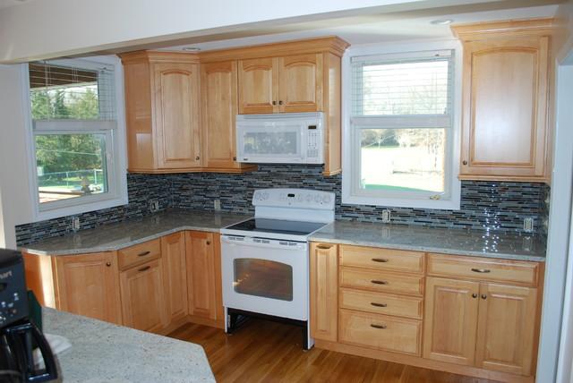 Kraftmaid kitchen and cashmere white granite traditional-kitchen