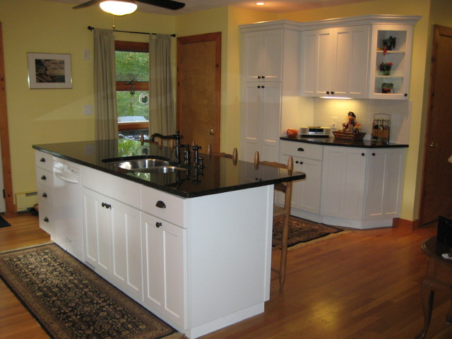 Kraftmaid Kitchen White Rehoboth Traditional Kitchen