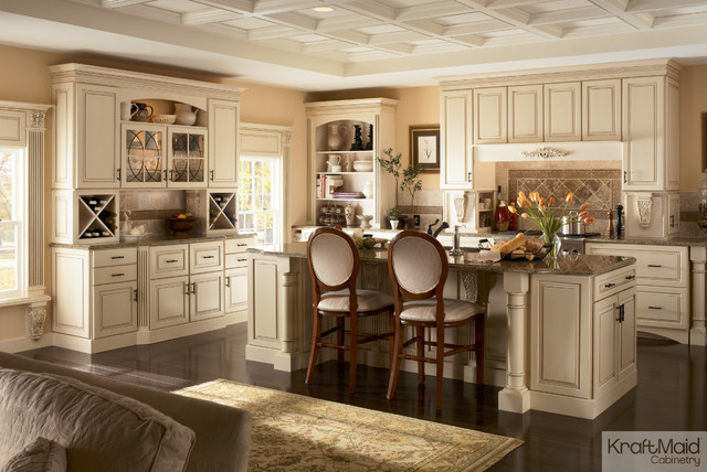 Kraftmaid maple cabinetry in biscotti with cocoa glaze for Classic kitchen paint colors