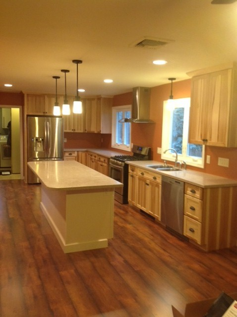 Kraftmaid Mission Hickory (natural) Kitchen Traditional Kitchen