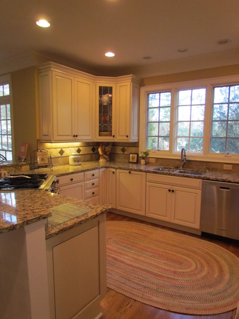 Kraftmaid Montclair Canvas w/Cocoa - Kocourek - Traditional - Kitchen - Charlotte - by Lowes of ...
