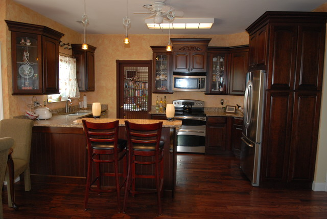 Genial KraftMaid Montclair Cherry Arch In Cabernet Finish Traditional Kitchen